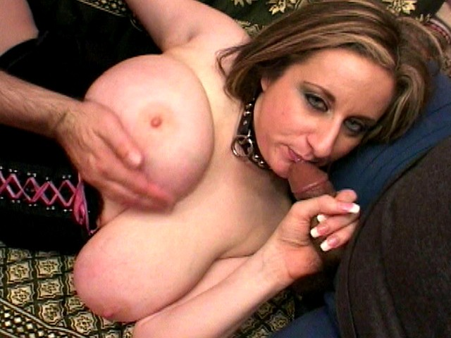 Plump Big Boobed Babe Serves Her Hairy Pussy