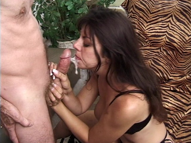 Dick Blowing Babe Also Uses Her Hairy Pussy
